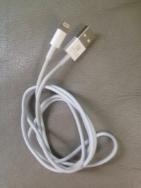 Apple-sync-cable-with-new-9-pin-dock-connector