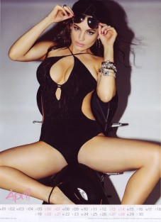 Kelly Brook Sexy Official 2013 Calendar [Photos] - 005