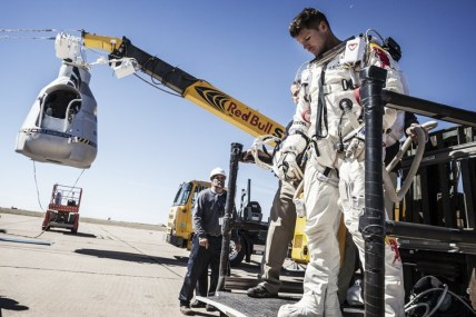 Felix Baumgartner Free falls to Break the Speed of Sound 01