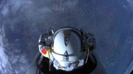 Felix Baumgartner Free falls to Break the Speed of Sound 02