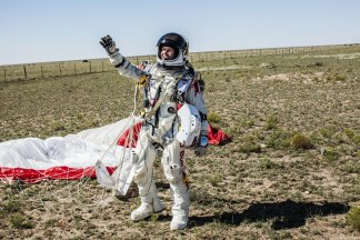 Felix Baumgartner Free falls to Break the Speed of Sound 04