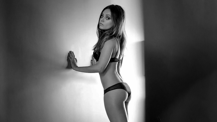 mila-kunis-is-esquire_s-sexiest-woman-alive-2012-feature
