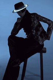 Wang Xiao Lights Up for Harper's Bazaar China Art 2012 [Photos] 009