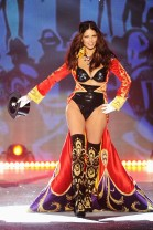 Adriana Lima is back on the Victoria's Secret Catwalk [Photos] 001