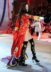 Adriana Lima is back on the Victoria's Secret Catwalk [Photos] 004