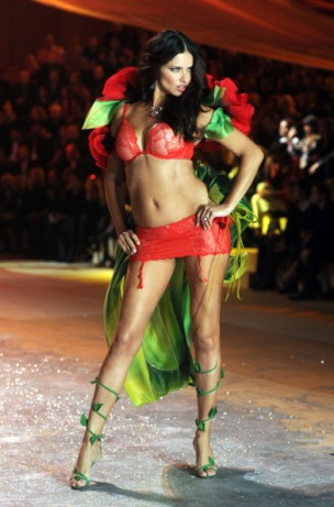 Adriana Lima is back on the Victoria's Secret Catwalk [Photos] 005