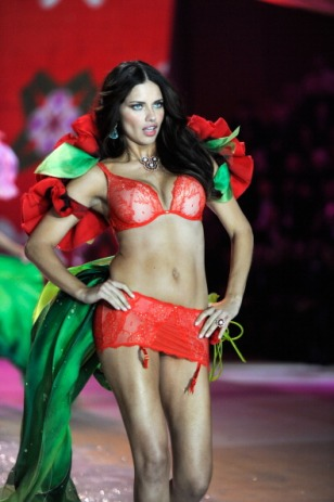 Adriana Lima is back on the Victoria's Secret Catwalk [Photos] 006