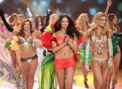 Adriana Lima is back on the Victoria's Secret Catwalk [Photos] 007