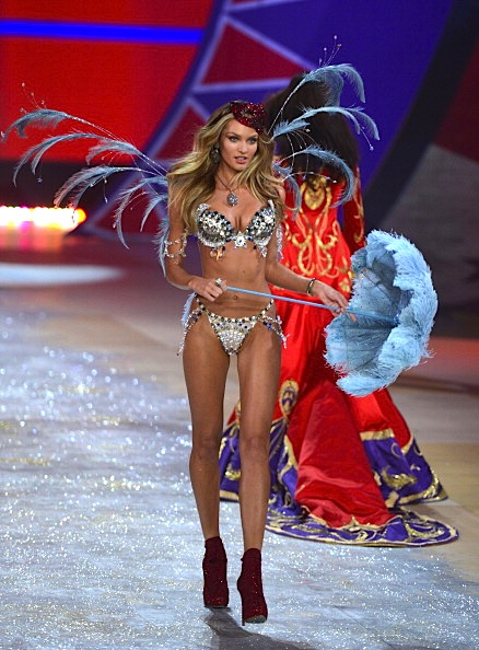 Candice Swanepoel 2012 Victoria's Secret Fashion Show [Photos] 002