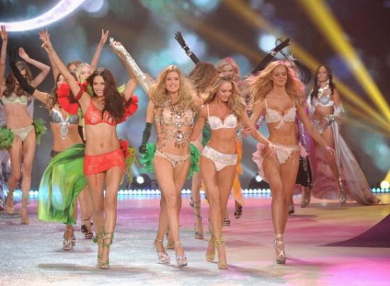 Candice Swanepoel 2012 Victoria's Secret Fashion Show [Photos] 011