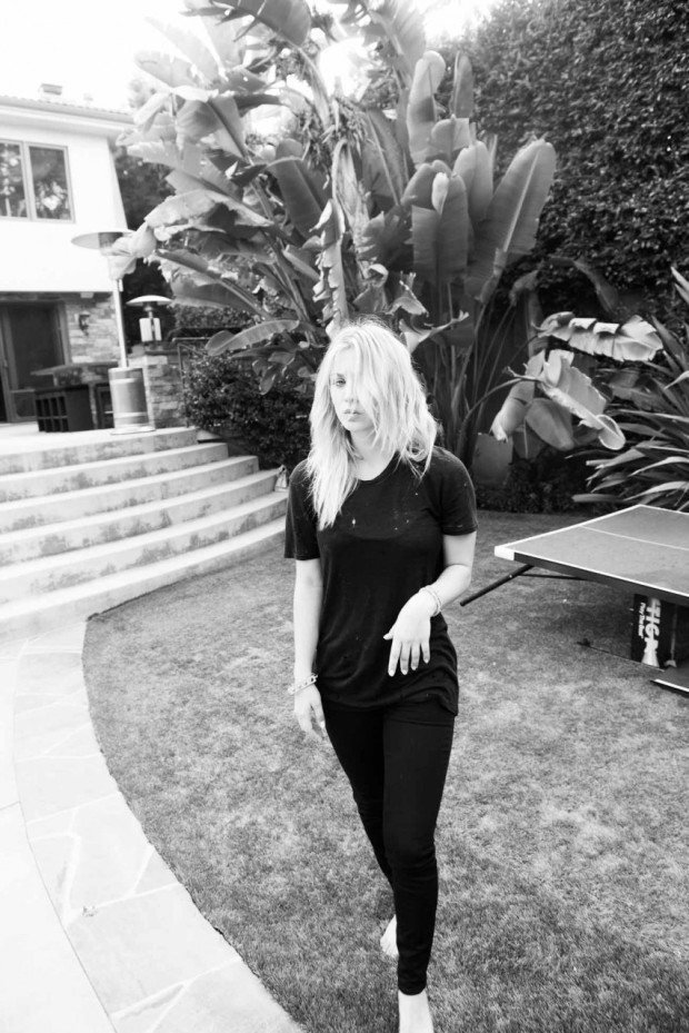 Kaley Cuoco - The Coveteur photoshoot 2012 [Photos]  006