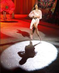 Rihanna rocks Catwalk at Victoria's Secret Fashion Show 2012 [Photos] 010