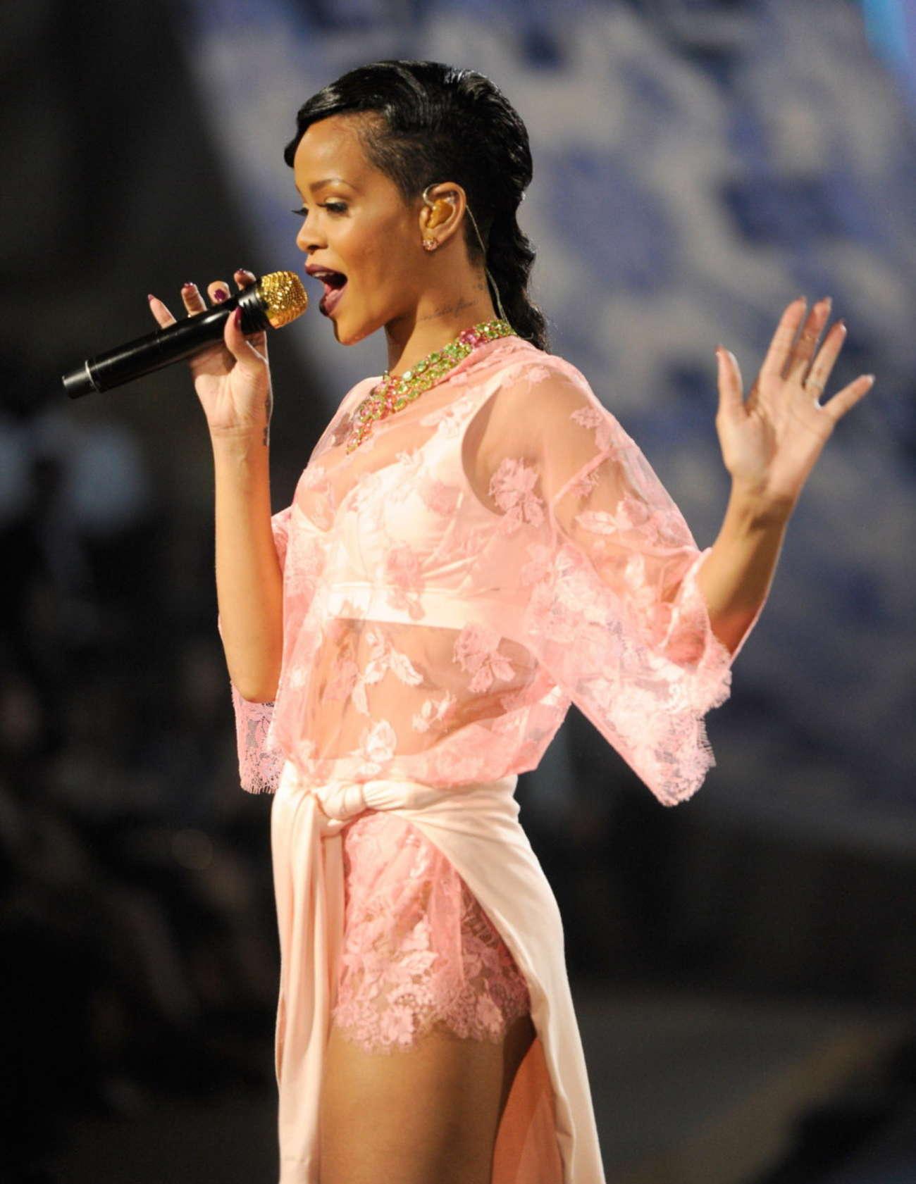 Rihanna Rocks Catwalk At Victoria S Secret Fashion Show
