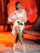 Rihanna rocks Catwalk at Victoria's Secret Fashion Show 2012 [Photos] 015