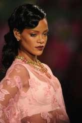 Rihanna rocks Catwalk at Victoria's Secret Fashion Show 2012 [Photos] 016