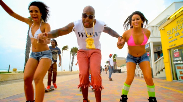 Flo-Rida---Let-It-Roll-[Music-Video]