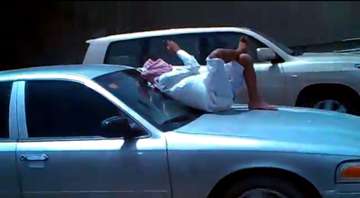 Saudi-Man-Takes-Texting-to-a-new-level-feat-1