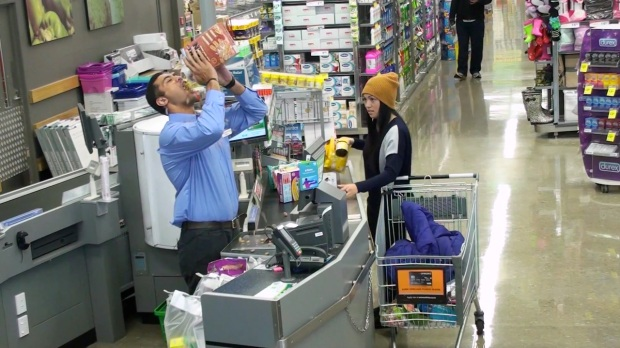 Brilliant-Supermarket-Prank-1