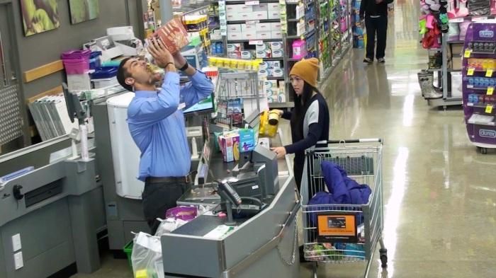 Brilliant-Supermarket-Prank-1