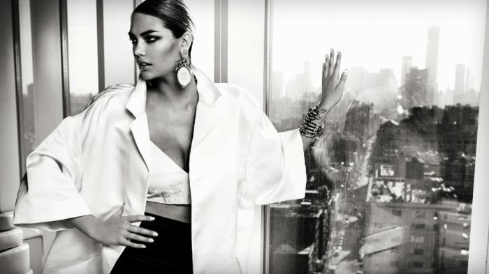 Stunning-Kate-Upton-for-Vogue-Brasil-July-2013-cover