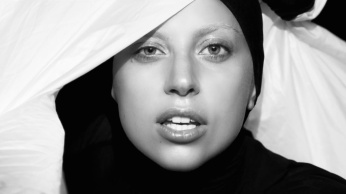 Lady Gaga - Applause | Music Video-04