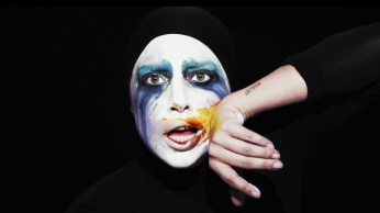 Lady Gaga - Applause | Music Video-09