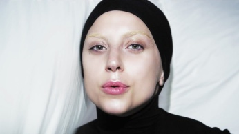 Lady Gaga - Applause | Music Video-12