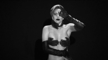 Lady Gaga - Applause | Music Video-16