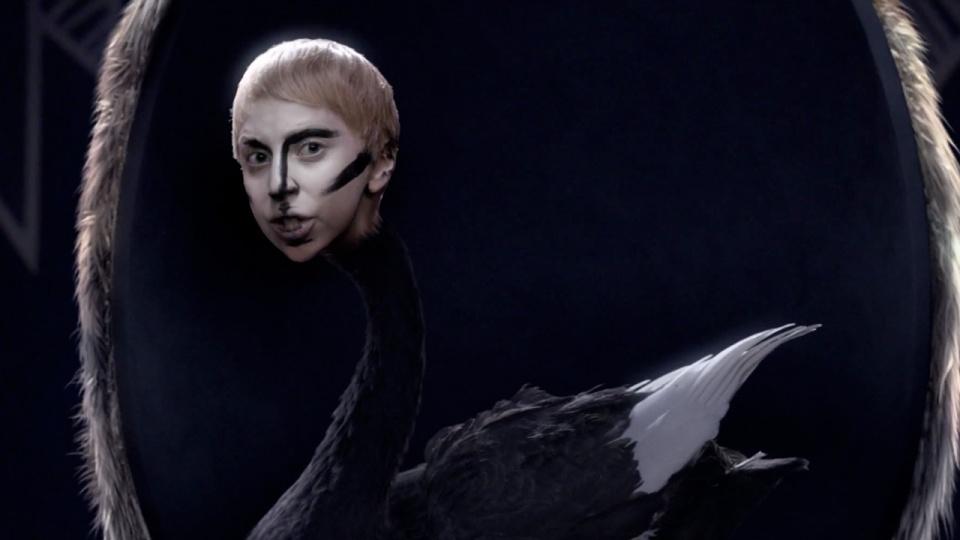 Lady Gaga – Applause | Music Video-18 | Scopecube