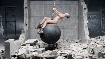 Miley Cyrus Wrecking Ball [Music Video] 12