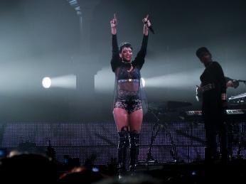 Rihanna Diamonds World Tour 2013 Perth Arena-28