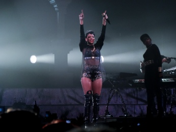 Rihanna Diamonds World Tour 2013 Perth Arena-28