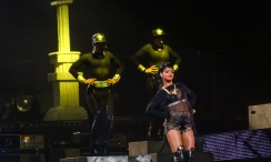 Rihanna Diamonds World Tour 2013 Perth Arena-6