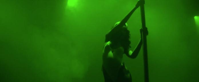 Rihanna - Pour It Up (Explicit) [Music Video] 02