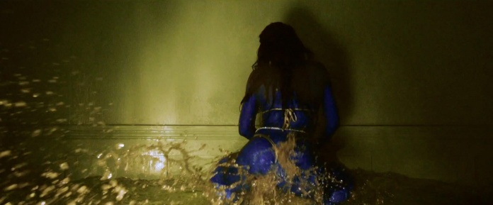 Rihanna - Pour It Up (Explicit) [Music Video] 04