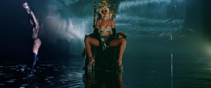 Rihanna - Pour It Up (Explicit) [Music Video] 05