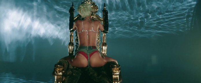 Rihanna - Pour It Up (Explicit) [Music Video] 07
