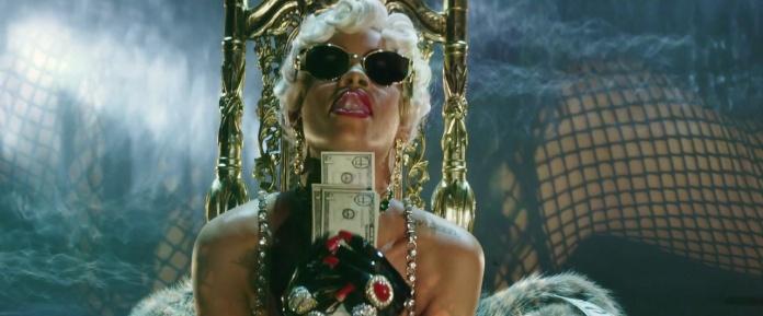 Rihanna - Pour It Up (Explicit) [Music Video] 11