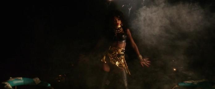 Rihanna - Pour It Up (Explicit) [Music Video] 12