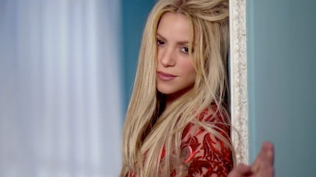 Shakira - Can't Remember to Forget You ft. Rihanna 01