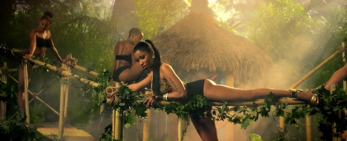Nicki_Minaj's_Anaconda_Music_Video_Features_Intense_Lapdance_03