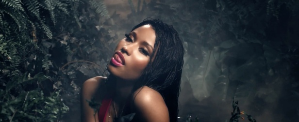Nicki_Minaj's_Anaconda_Music_Video_Features_Intense_Lapdance_07