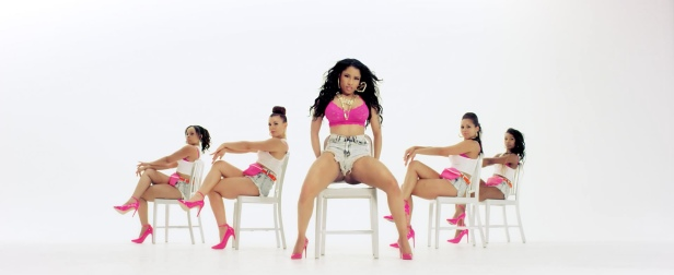 Nicki_Minaj's_Anaconda_Music_Video_Features_Intense_Lapdance_12