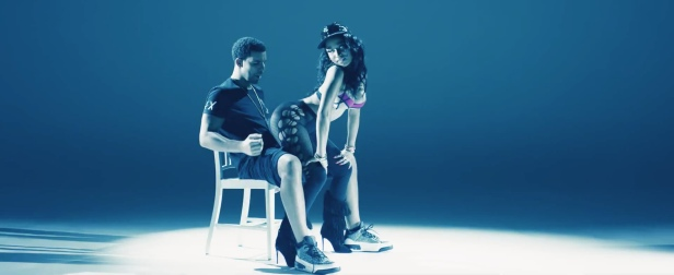 Nicki_Minaj's_Anaconda_Music_Video_Features_Intense_Lapdance_14