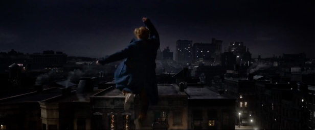 fantastic-beasts-and-where-to-find-them-eddie-redmayne-jump