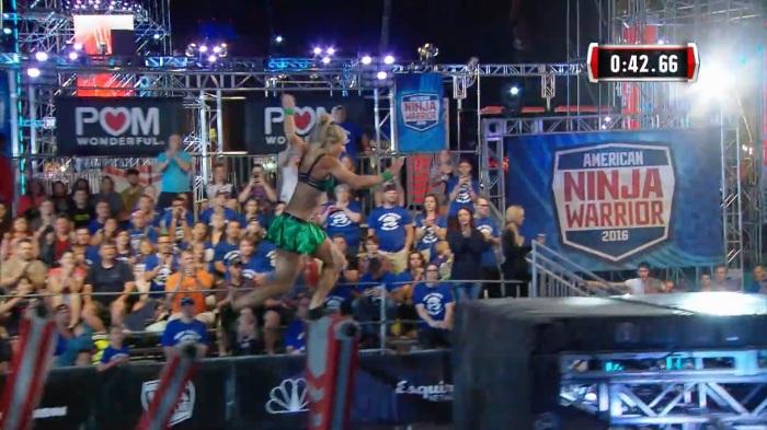 Jessie Graff Supergirl Stuntwoman Makes American Ninja Warrior History Shiny Green4