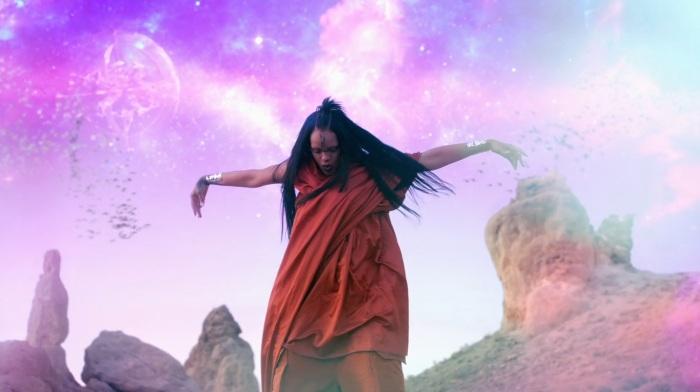 Rihanna Sledgehammer Star Trek Beyond 3